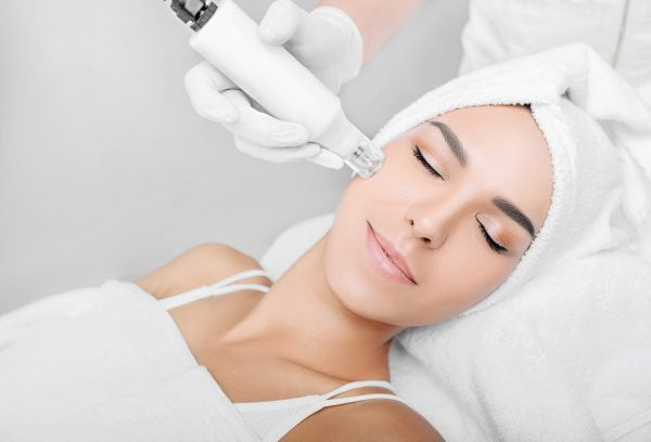 Woman,Receiving,No-needle,High,Frequency,Mesotherapy,At,Beauty,Salon.,Non-invasive